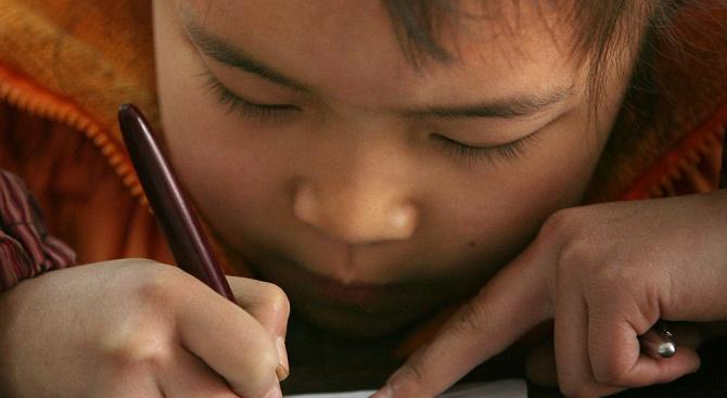 Първокласниците, които се върнаха в едно училище в Китай, носят