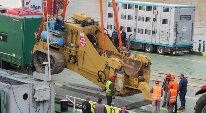 """15 верижни машини, които ще полагат тръбите на """"Балкански поток"""","""
