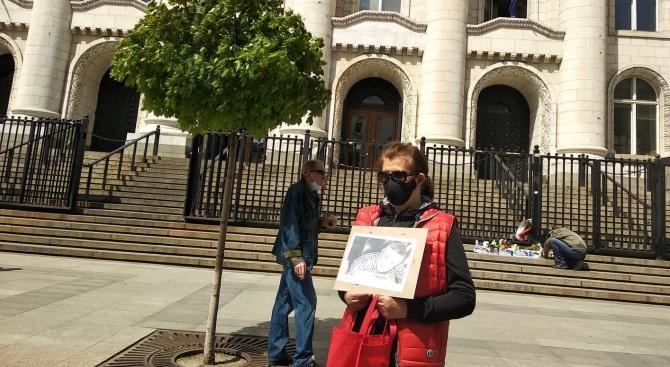 В памет на Милен Цветков! Мълчаливо бдение пред Съдебната палата в София