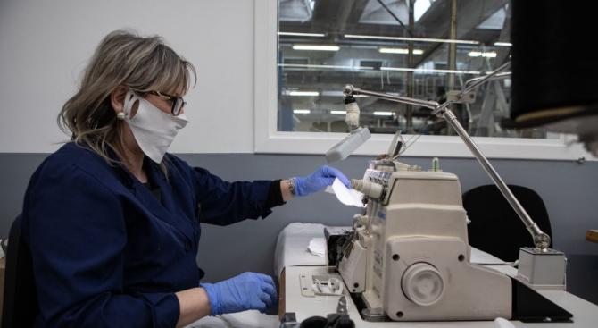 Шивашка фирма в Русе търси 200 работници за шиене на