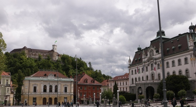 Словения се подготвя постепенно да пусне отново обществения транспорт от