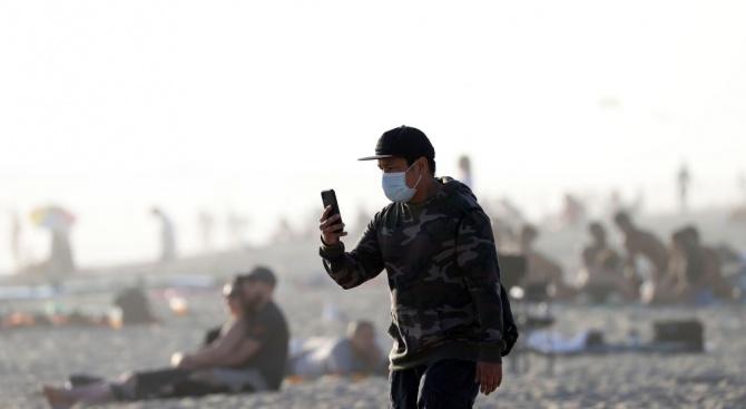 Калифорния затвори плажовете в Ориндж Каунти, след като на тях се струпваха хора