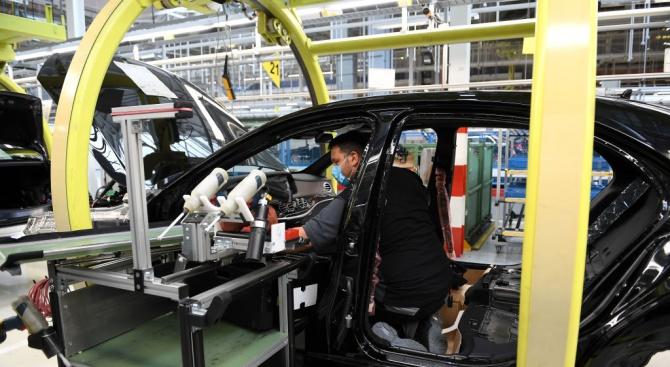 Продажбите на автомобили в Япония са се понижили до деветгодишен