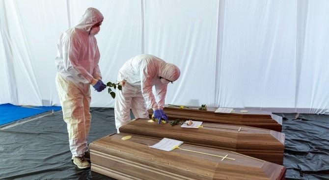 Леко покачване има в броя на починалите заразени с новия