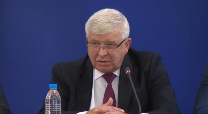 Ананиев: Няма измислени нови мерки за защита на лекарите