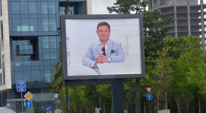 Билбордове с лика на Милен Цветков се появиха в София