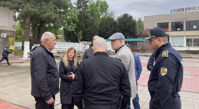 Спецакция в Ботевград, Гешев и главсекът на МВР на проверка