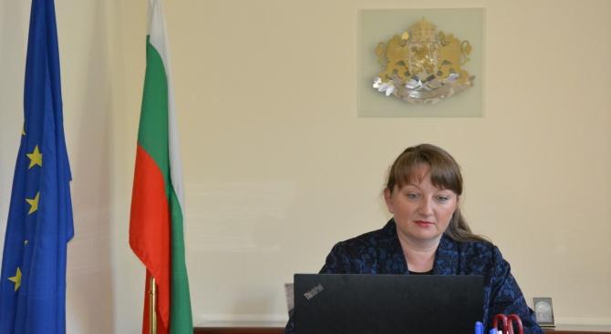 Министърът на труда и социалната политика Деница Сачева представи мерките