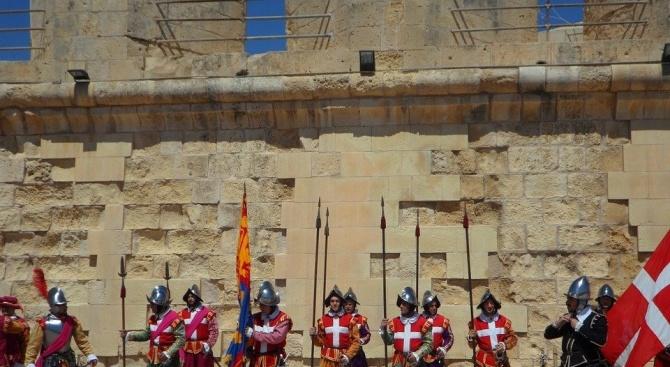 Погребалната церемония за Великия магистър на Малтийския орден беше повторена четири пъти