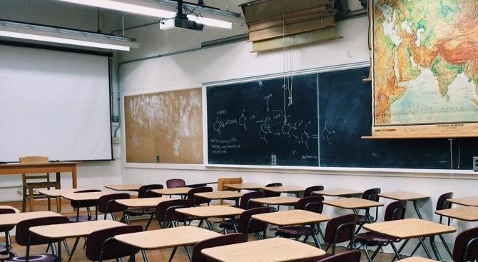 Училищата в американския щат Кънектикът остават затворени до края на