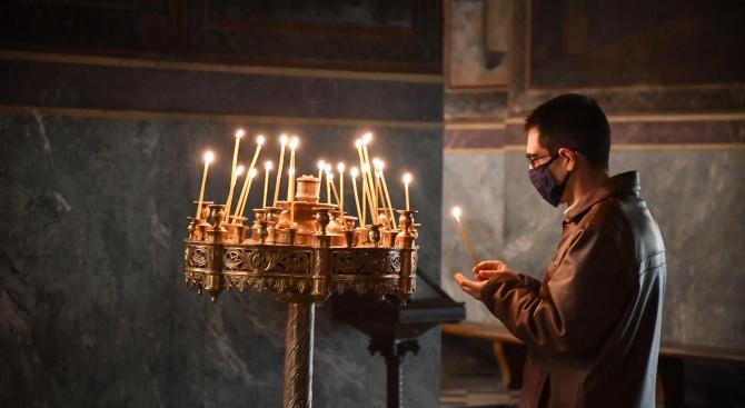 """С празнична литургия в храма """"Свети Великомъченик Георги Победоносец"""" в"""