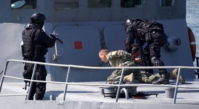 ВМС направиха зрелищно шоу във Варна за 6 май