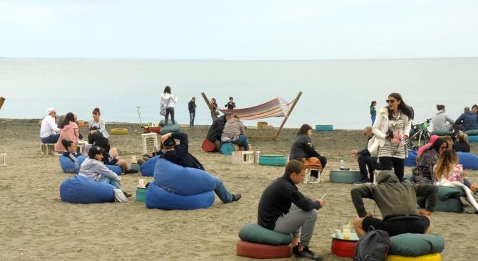 Бургазлии напълниха плажа в празничния ден