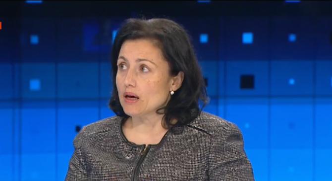 Десислава Танева категорична: Няма да има никакъв проблем с реколтата от зърно
