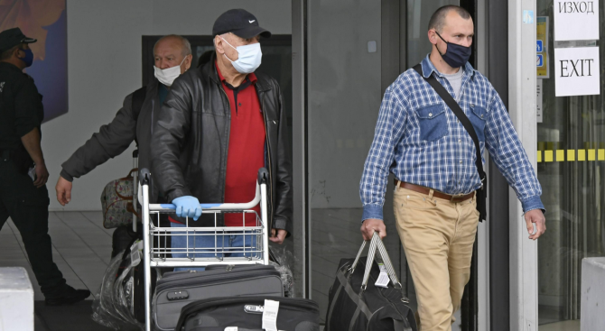 Френски НПО-та погнаха управляващите в Париж заради изгонването на родните гастарбайтери