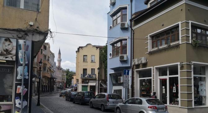 """Спирането и паркирането на автомобили по ул. """"Железарска"""" в квартал"""