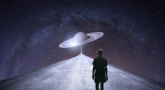Сатурн става ретрограден, Меркурий влиза в знак Близнаци. Меркурий е