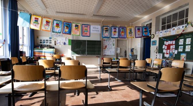 Нидерландия и Швейцария отварят училищата