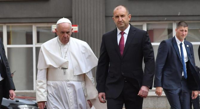 Посещението на Румен Радев във Ватикана за 24 май се отлага