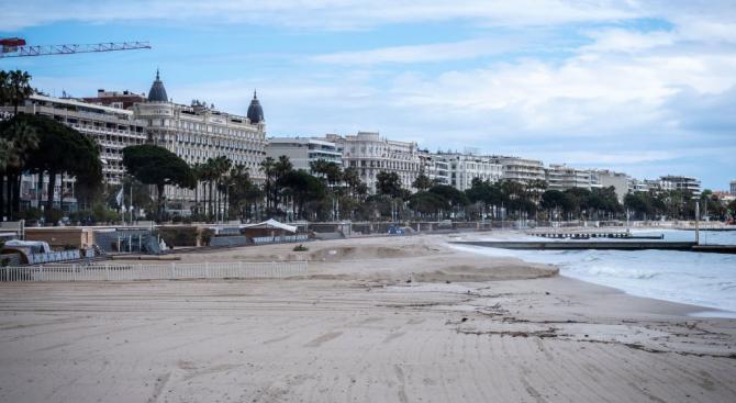 Във Франция отварят някои плажове за разходки, спорт и риболов
