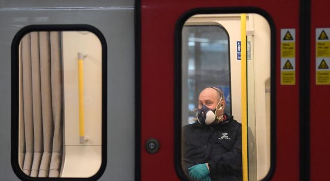 Скупчени във влаковете на метрото или наслаждавайки се на преоткритата