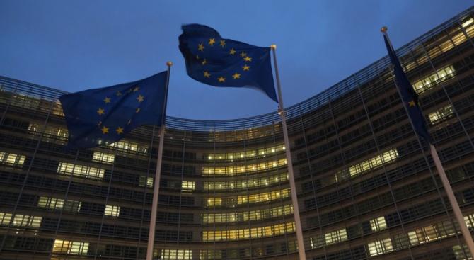 Европейската комисия прикани днес настоятелно България и Полша да премахнат