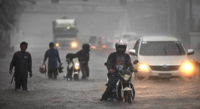 Над 140 000 души потърсиха убежище във Филипините заради тайфуна Вонфон