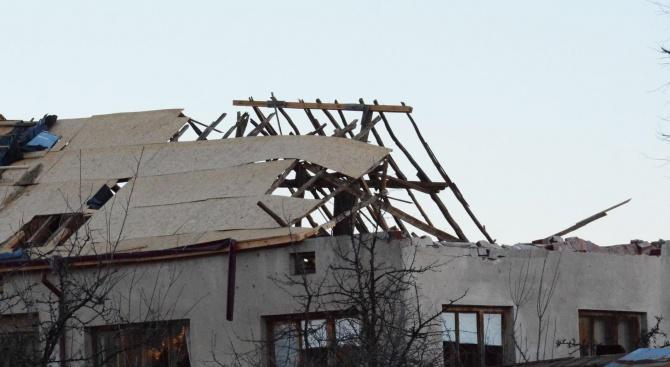Ураганен вятър нанесе щети на сградата на Военно окръжие – Враца