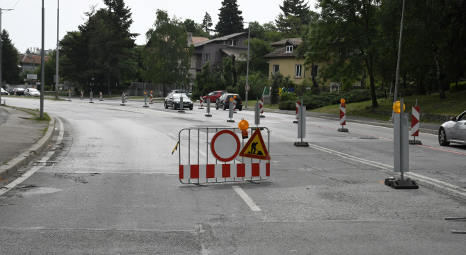 """Затвориха едно от пътните платна към квартал """"Бояна"""" за ремонт"""