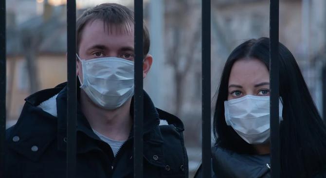 По време на пандемията: Мъжете се притесняват за икономиката, а жените - за близките
