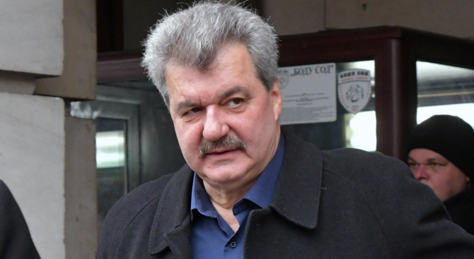 Георги Попов може да развали джирото или да прехвърли акциите
