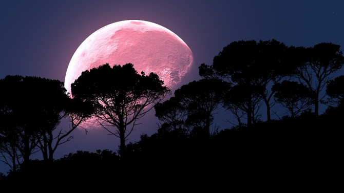 Затъмнение и стари гаджета на Ягодова луна