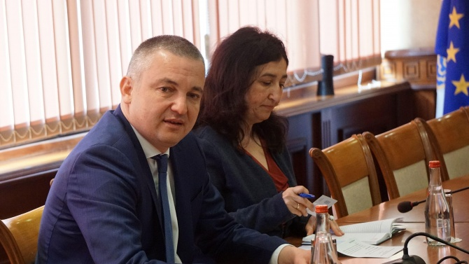 Портних обяви, че ще има съдебен иск срещу фирмата, изградила тръбопровода във Варненското езеро