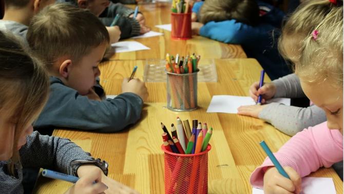 От днес детските градини и яслите в страната поетапно възстановяват