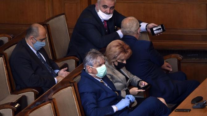 Парламентът удължи работното си време до приключване на дебата и