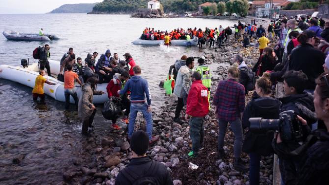 Гръцката брегова охрана спаси десетки мигранти край бреговете на Лесбос