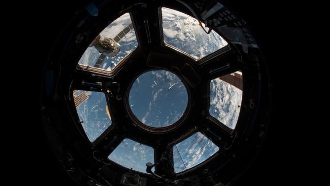 Социалната изолация се оказа изпитание и за астронавтите.Затова от Американската