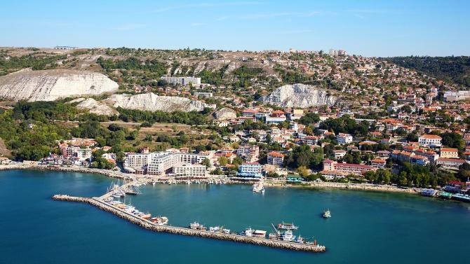 Кметът на Балчик поздрави на 24 май земляците си и с празника на общината