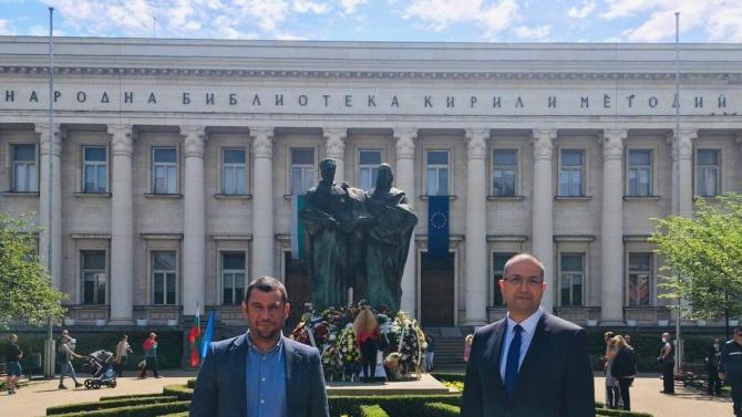 Народните представители от ГЕРБ-София Евгени Будинов и Борислав Борисов поднесоха