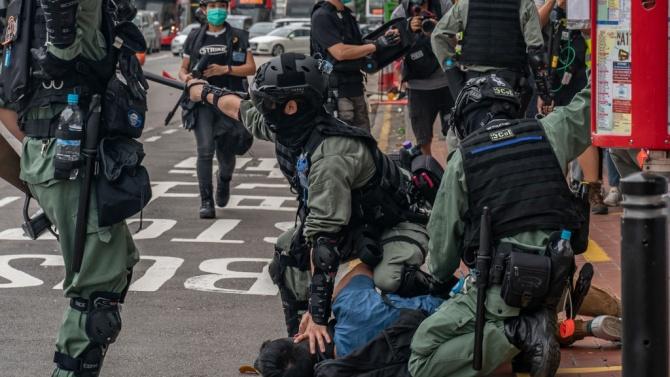 Хонконгската полиция задържа над 120 души при демонстрация срещу проектозакон в сферата на сигурността