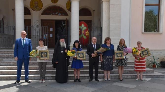 В Ловеч наградиха петима педагози по повод 24 май