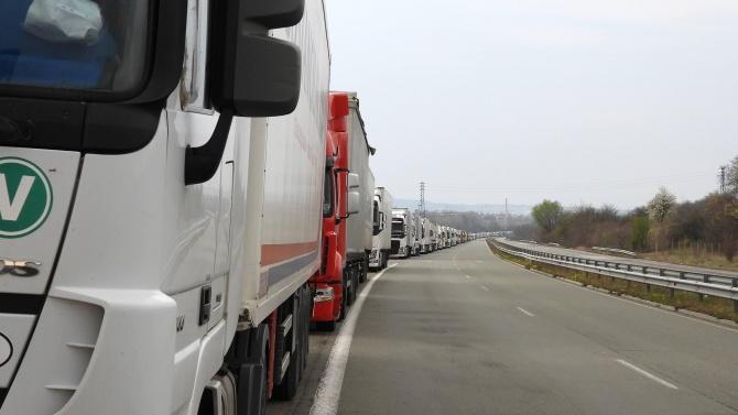 """На ГКПП """"Дунав мост"""" при Видин трафикът на товарни автомобили"""