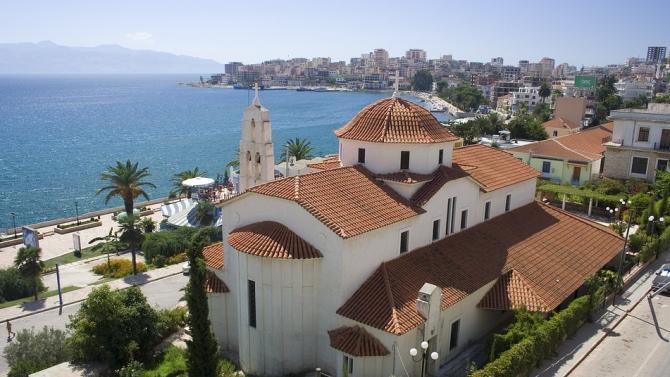 Албанският премиер Еди Рама съобщи, че страната ще отвори сухопътните