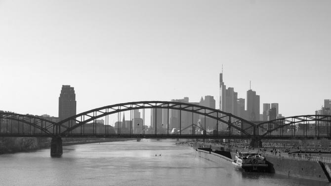През май германските бизнес нагласи се възстановяват частично от катастрофалния
