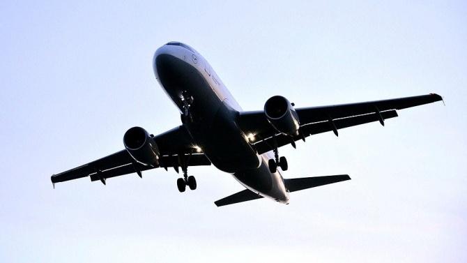 Самолет, пристигнал от Германия, трябваше да направи обратен завой и