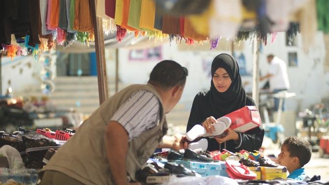 Около 430 000 души в Тунис са загубили работните си