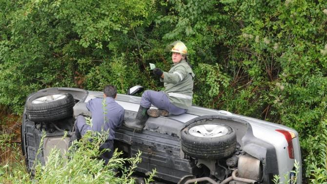 Варненец катастрофира в канавка в Бургаско.Това съобщиха от ОДМВР-Бургас. На
