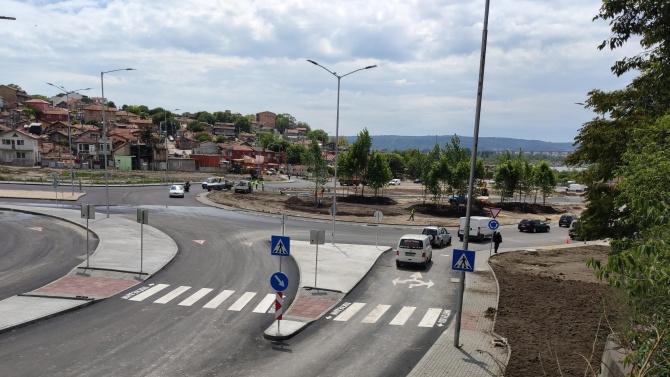 """Отвориха новото кръгово под """"Максуда"""" във Варна"""