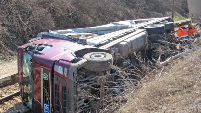 Заради произшествие с товарен автомобил, временно е затворен главен път