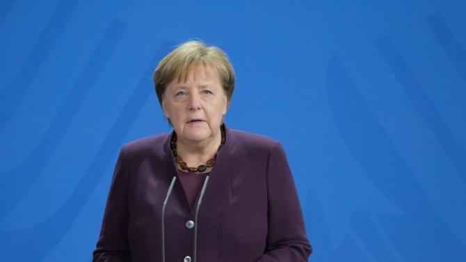 АФП: Ангела Меркел пое сериозен риск